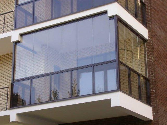 Остекление балкона: что надо знать